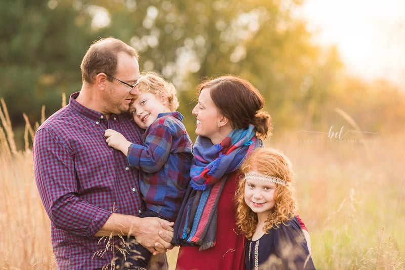 How to Pose Families: Simple Family Picture Poses for Photographers